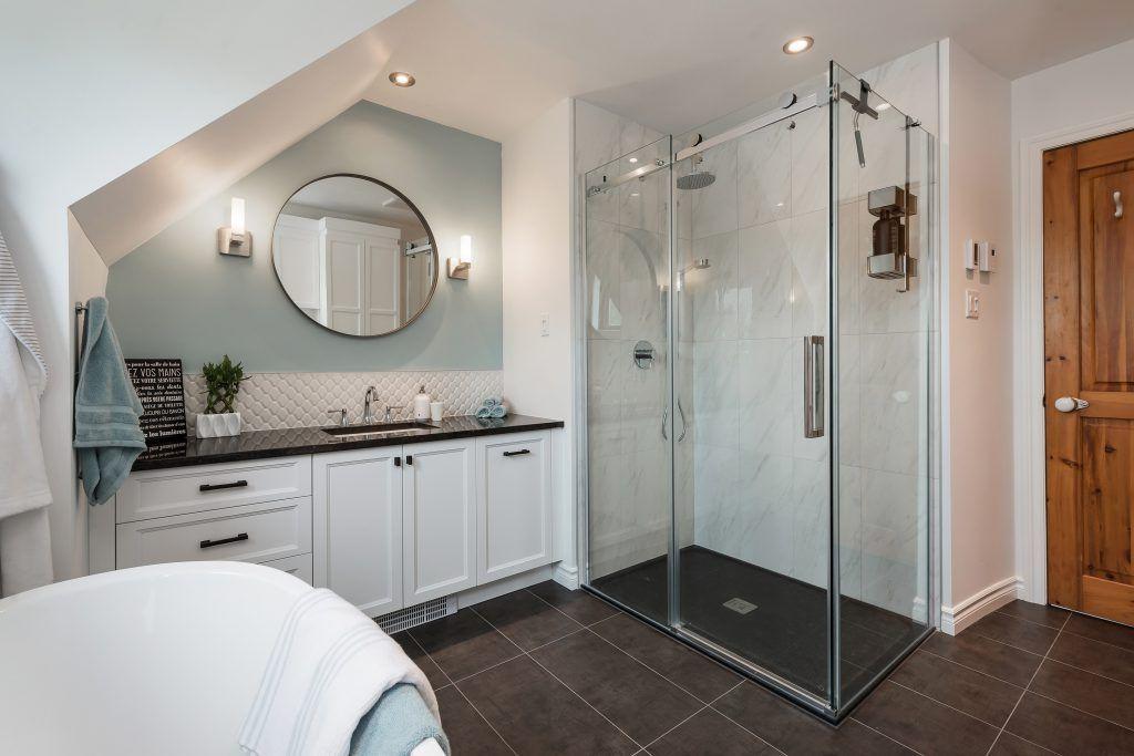 base de douche en granite avec ensemble en verre 48'' x 36''