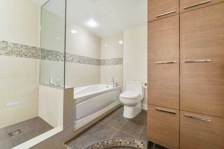 lingerie, toilett et bain dans un condo