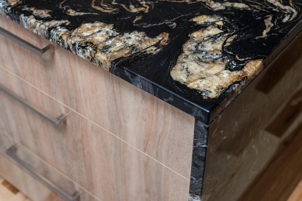 comptoir de granite et retombée